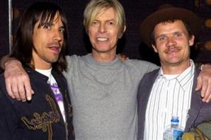Flea de Red Hot Chili Peppers se tatuó en honor a Bowie