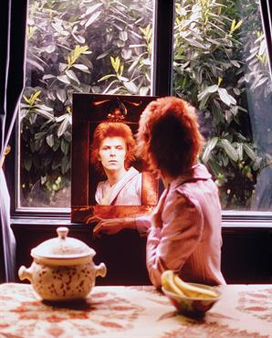 "Mick Rock: ""Era imposible sacarle una mala foto a David Bowie"""